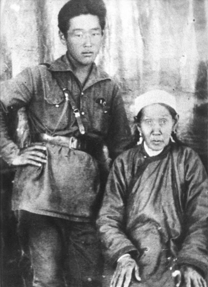 Г. Цыдынжапов с мамой Радной Николаевной
